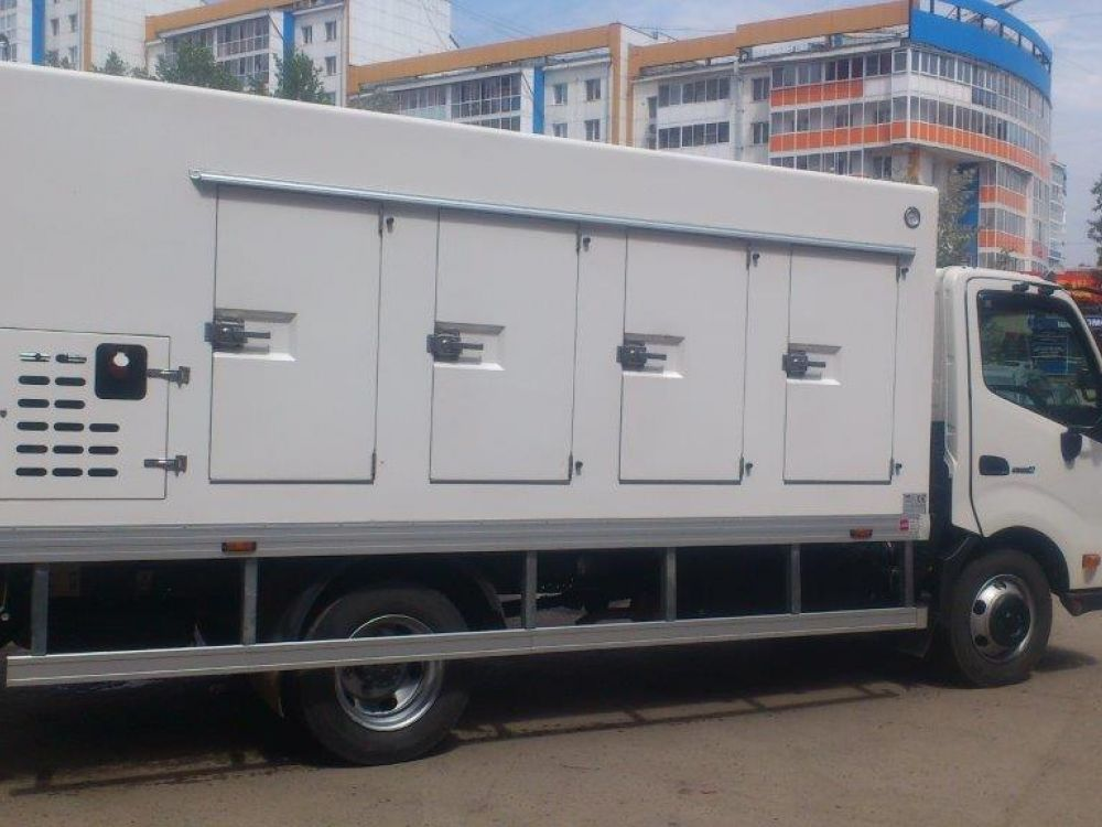 camion r frig r hino 300. Black Bedroom Furniture Sets. Home Design Ideas