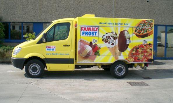 Camion Refrigerati Per Il Trasporto Di Pasticceria Surgelata
